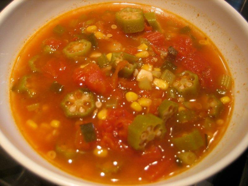 Томатный суп с бамией