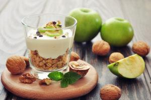 Десерт с йогуртом и мюсли