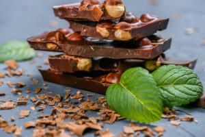 Шоколадные плитки с орехами